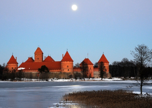 Trakai Island, LithuaniaPhoto by anjči from London, UK [CC-BY-2.0 (http://creativecommons.org/licenses/by/2.0)], via Wikimedia Commons