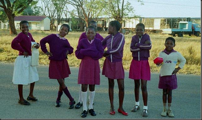 Hwange - Dete schoolgirls