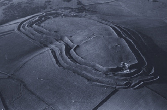 Aerial_photograph_of_Maiden_Castle_19351_thumb.jpg