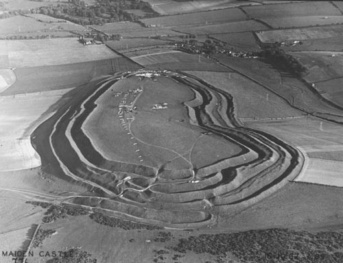 Aerial_photograph_of_Maiden_Castle_from_the_west_19371.jpg