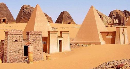 Sudan_Meroe_Pyramids_30sep2005_2[1]