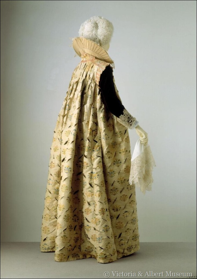 gown 1600-1610 V & A
